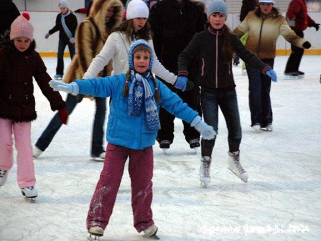 Где находятся ледовые катки в Екатеринбурге?