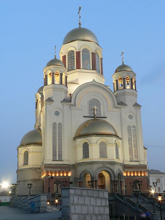 В какие храмы и церкви Екатеринбурга люди обращаются за исцелением?