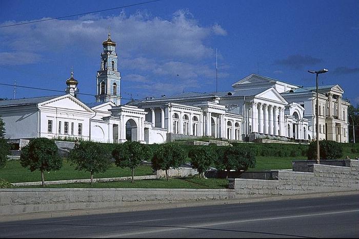 Какая улица в Екатеринбурге самая длинная?